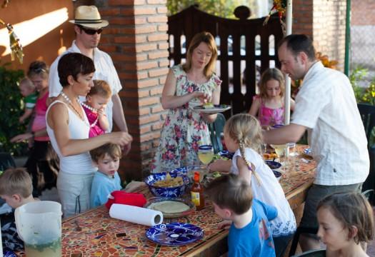 feeding kids in Mexico