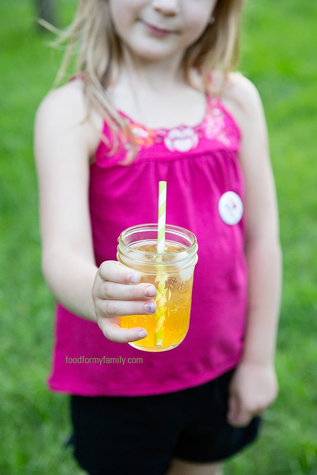 summer-lunc-ideas-homemade-orange-soda-hand