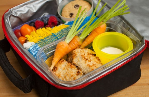 Homemade lunchbox chicken nuggets n simplebites.net #schoollunch