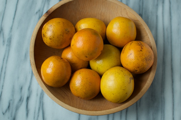 10 oranges in a bowl