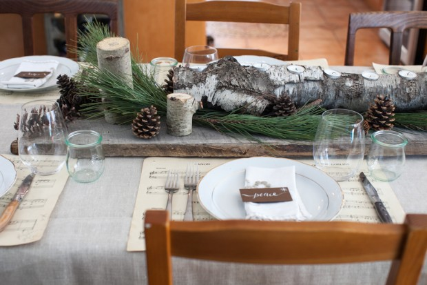 Neutral & Natural Christmas Tablescape on www.simplebites.net #rustic #decor #holiday