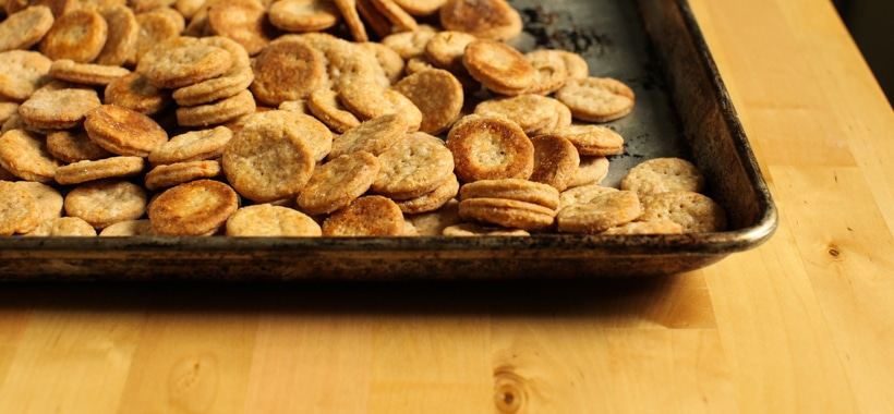 White Pepper & Parmesan Crackers :: Simple Bites #recipe