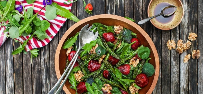 Spinach Salad with Grilled Strawberries, Asparagus & Walnuts